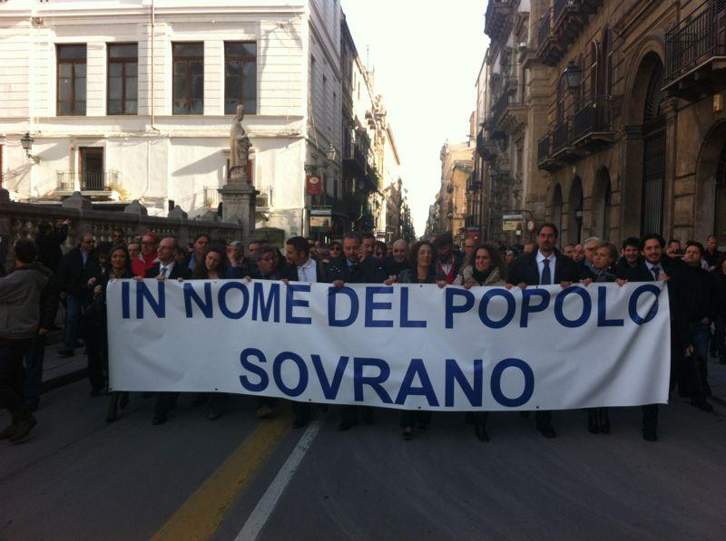 M5s sicilia i cittadini entrano all ars for Deputati cinque stelle