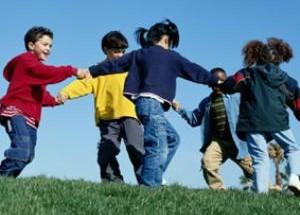 bambini-giocano-300x215