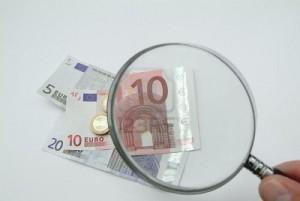 soldi-sotto-la-lente-d-ingrandimento