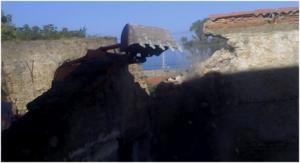 """Il Fondaco ripreso durante le operazioni di demolizione. Sulla sx le strutture del """"Castello di Acquedolci"""" dal 2000 di proprietà comunale."""