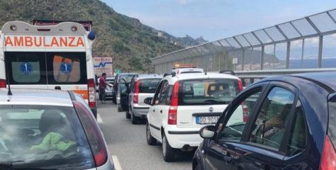 """Code chilometriche per i lavori sulla Messina- Catania. M5S: """"Si faccia presto, con turni di lavoro anche h24""""."""