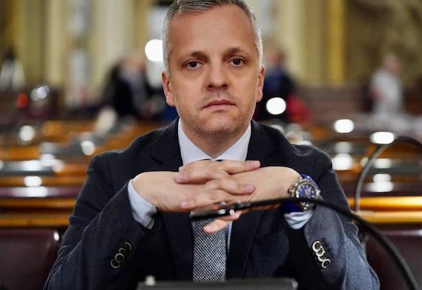 """Di Caro (M5S all'Ars): """"Ponte sullo Stretto, arma di distrazione di massa. La Sicilia è in coma e Musumeci pensa a buttare fumo negli occhi ai siciliani"""""""